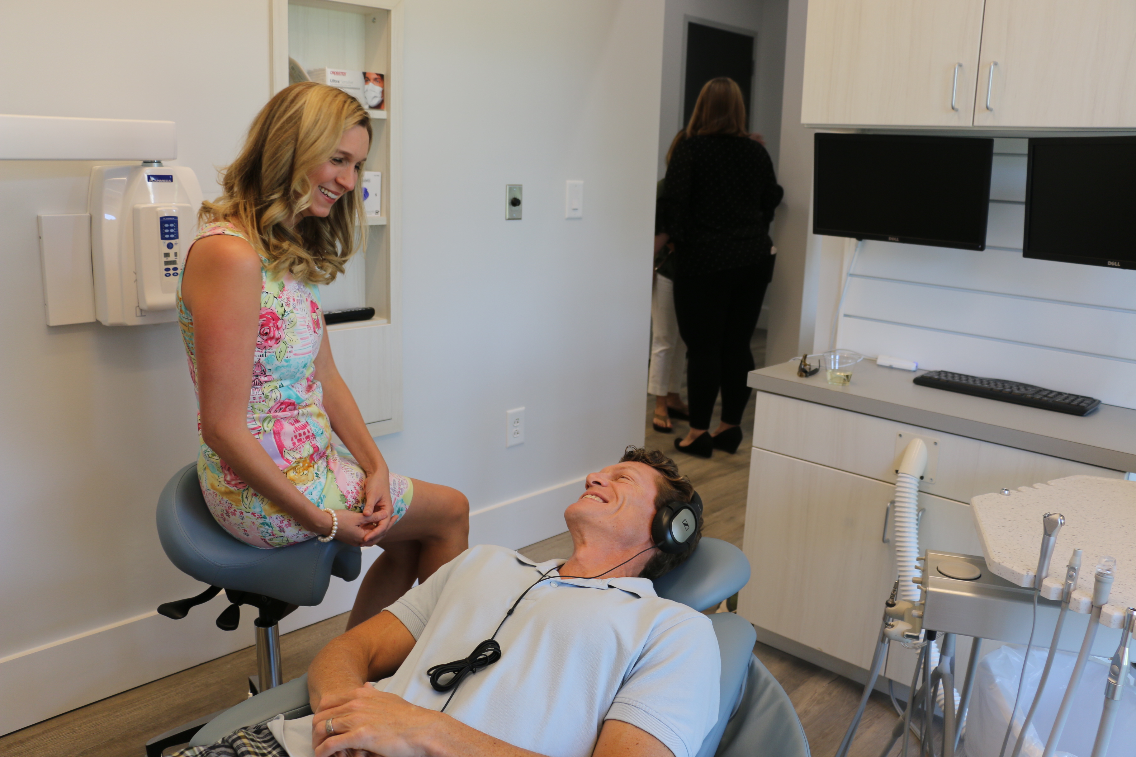 Dr. Zechmann talks to patient Jeff Byrd as he relaxes in the patient recliner.